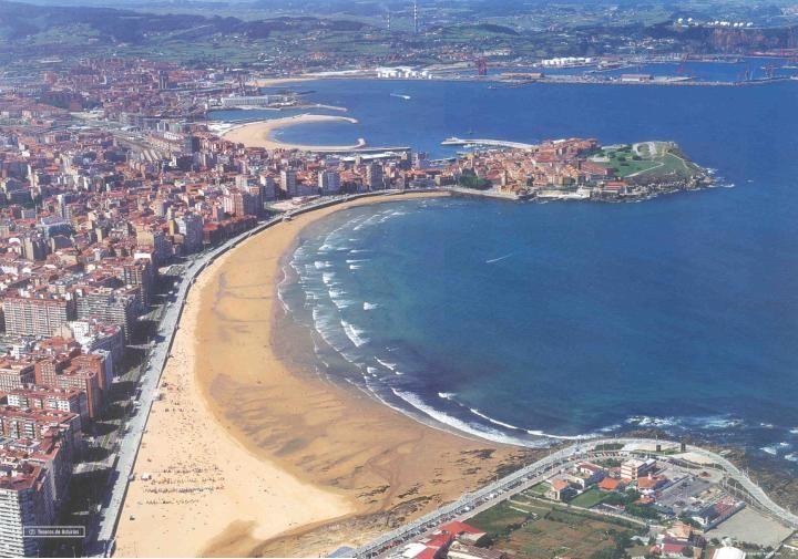 Resultado de imagen de bahia de gijon playa de san lorenzo
