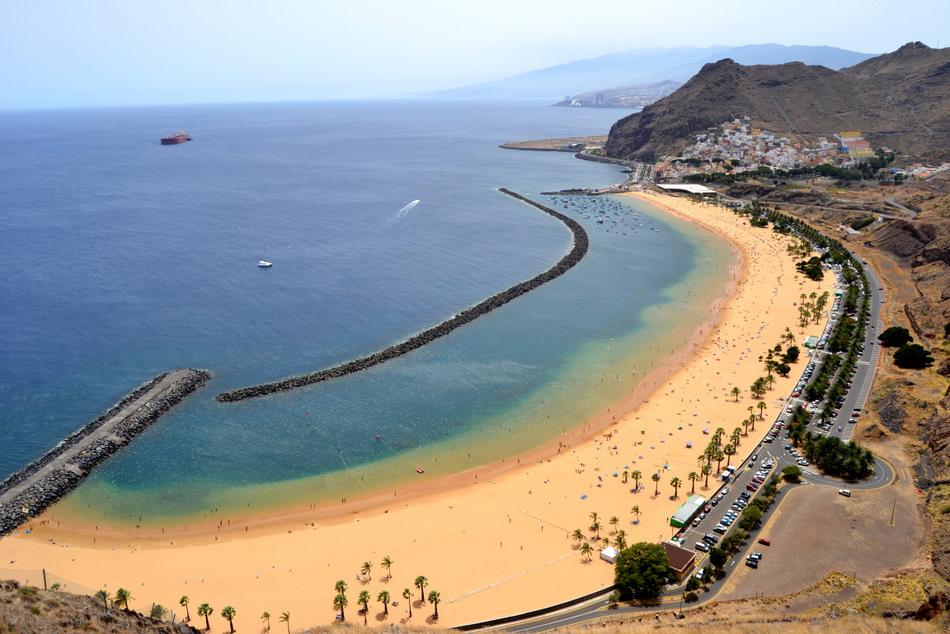 La playa de las Teresitas en Santa Cruz de Tenerife