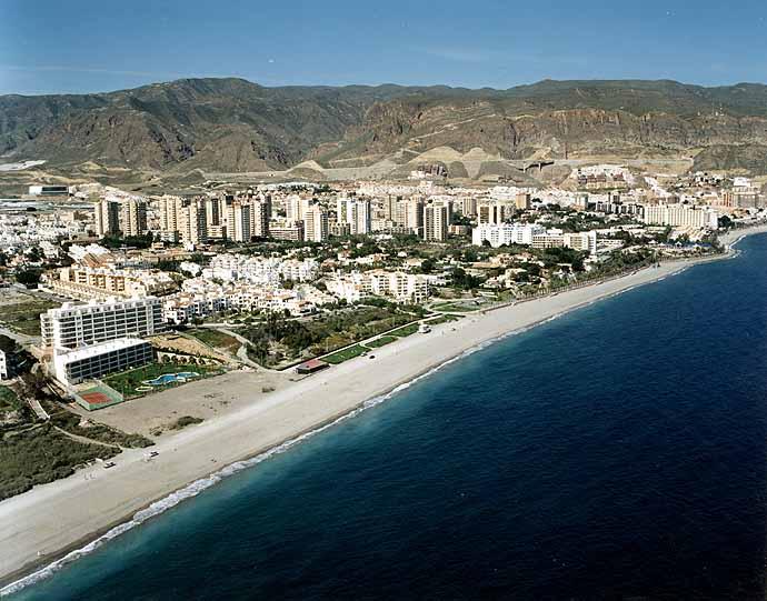 Playa de Aguadulce en Almería