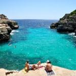 Cala en Brut y sus plataformas, Menorca