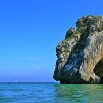 Playa de Cuevas del Mar en la costa de Asturias