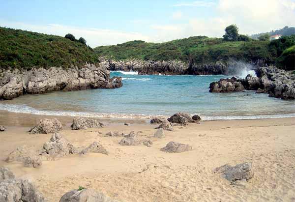 playa de buelna en llanes