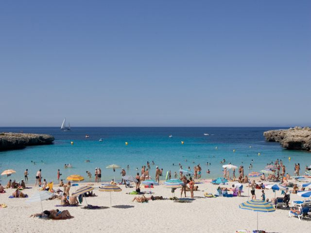 beach_at_the_Hi_Cala_n_Bosch_Hotel
