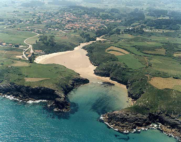 playa-de-poo-en -asturias